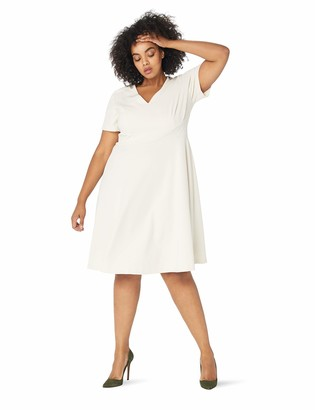 Donna Morgan Women's Plus Size Fit and Flare Crepe Dress