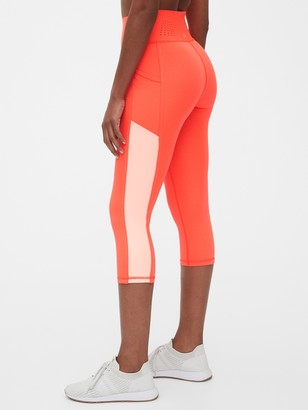 Gap GapFit High Rise Capri Leggings in Sculpt Revolution