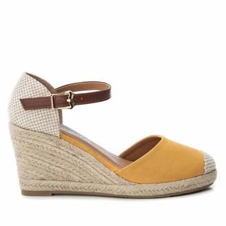 Refresh Women's 69769 Closed Toe Sandals