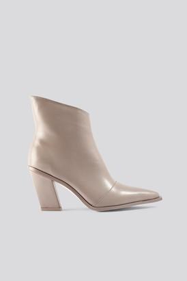 NA-KD Slanted Heel Toe Detail Boots Beige