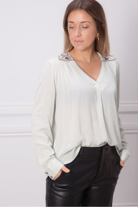 Indi & Cold - Embroidered Collar Blouse - Large