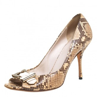 Gucci Two-Tone Python And Leather Trim Buckle Detail Peep Toe Pumps Size 38.5