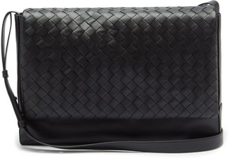 Bottega Veneta Intrecciato Medium Leather Messenger Bag - Mens - Black