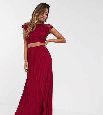 TFNC Bridesmaid pleated maxi skirt in wine