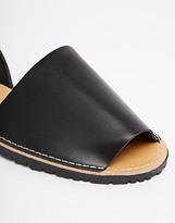 Britannia Sin Sandals