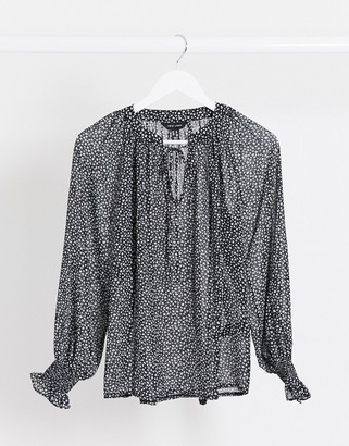 New Look tie front chiffon blouse in ditsy floral print