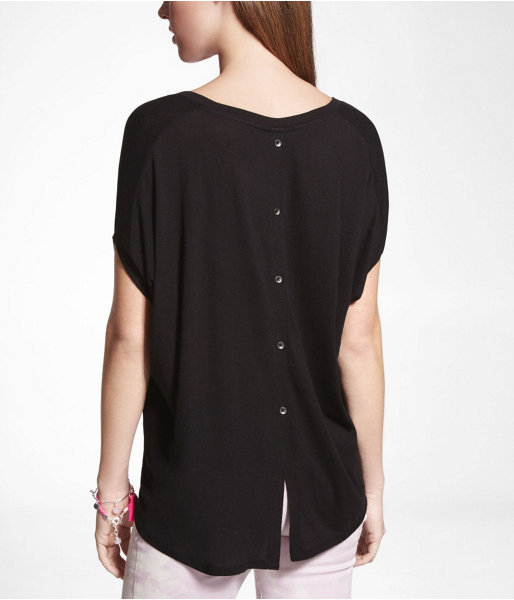 Express Button Back Tux Tail Wedge Tee