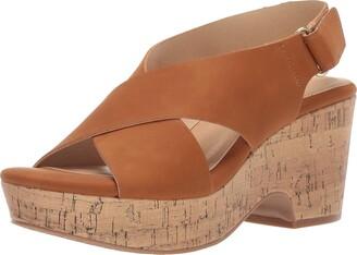 Chinese Laundry Women's Chosen Wedge Sandal Tan Nubuck 8 M US