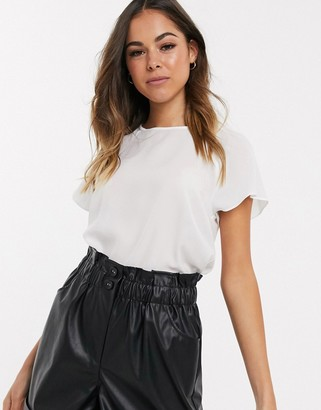 New Look flutter sleeve tee in white