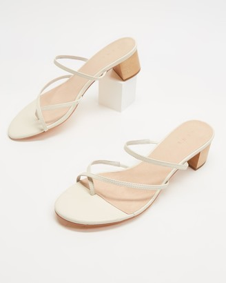 AERE - Women's Neutrals Flat Sandals - Crossover Toe Post Leather Heels - Size 5 at The Iconic