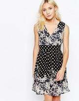 Yumi Sleeveless V Neck Skater Dress In Border Print