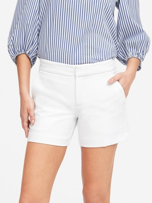 Banana Republic Petite Mid-Rise 5&#34 Short