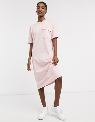 Noisy May midi t-shirt dress with pocket detail in baby pink