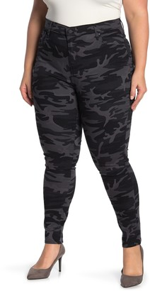 Levi's High Waisted Skinny Camo Pants (Plus Size)