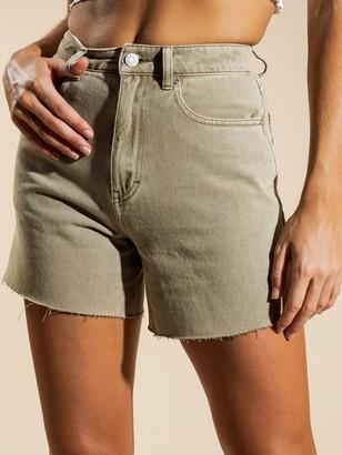Beyond Her Billie Denim Shorts in Mocha