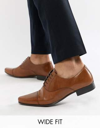 Asos Design DESIGN Wide Fit oxford shoes in tan leather with toe cap