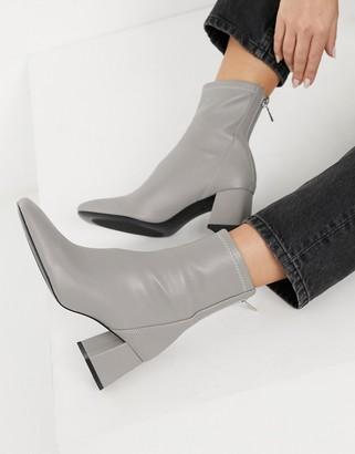 Stradivarius seam front mid heel boots in gray