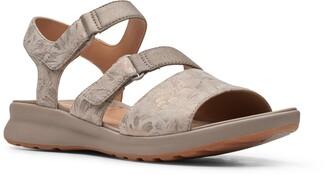 Clarks Un Adorn Ease Sandal