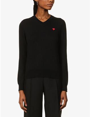 Comme des Garcons Heart-applique V-neck cotton-knit jumper