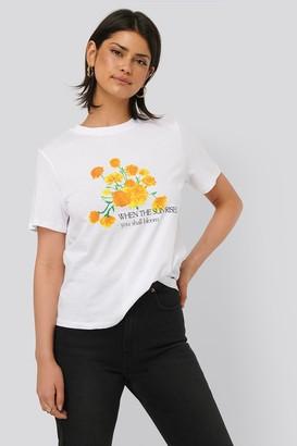 NA-KD Flower Tee