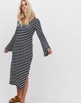 Nytt NYTT Grace Flare Sleeve Slit Midi Dress
