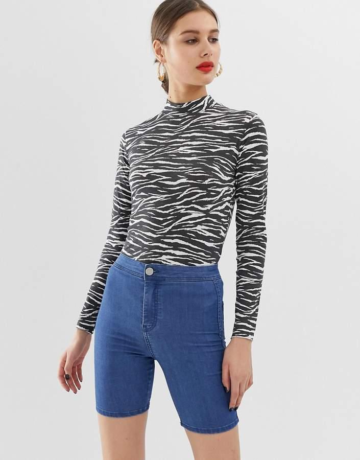 Design DESIGN denim rivington legging short in midwash blue