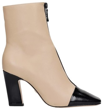 Lola Cruz High Heels Ankle Boots In Beige Leather