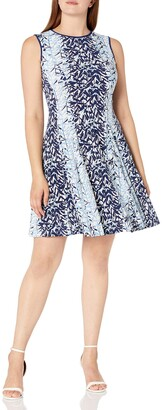 Gabby Skye Women's Leaf Printed Dress