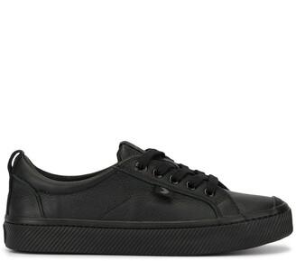 Cariuma OCA Low Triple Black Premium Leather Sneaker
