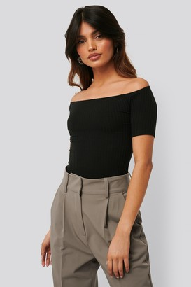 NA-KD Off Shoulder Ribbed Top