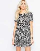 Daisy Street Shift Dress With Frill hem In Mono Animal Print
