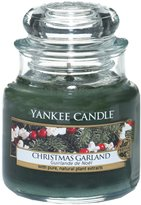 Yankee Candle Christmas Wreath Small Jar Candle, Festive Scent by