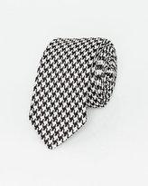 Le Château Italian-Made Houndstooth Print Silk Tie