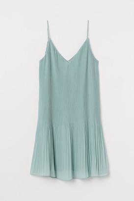 H&M Pleated Chiffon Dress - Green