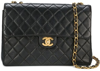 Chanel Pre Owned Jumbo Quilted Shoulder Bag
