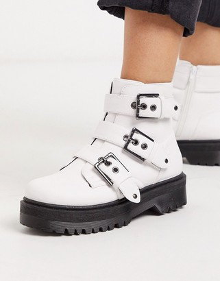 Qupid chunky buckle flat boots in white