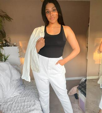 Vero Moda Curve mom jeans in white