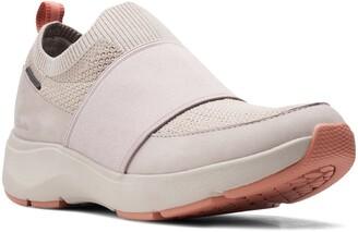 Clarks Wave 2.0 Step Waterproof Sneaker