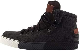 Perks Textured Black Hiking Sneakers
