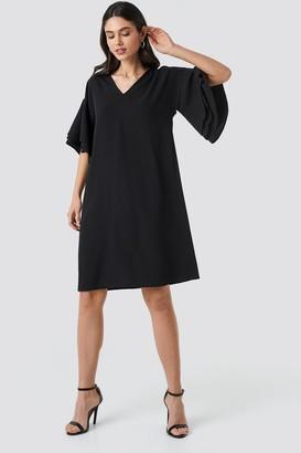 NA-KD V-neck Layered Sleeve Dress