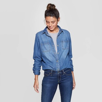 Universal Thread Women's ong Seeve abette Denim Woven Shirt - Universa ThreadTM Bue