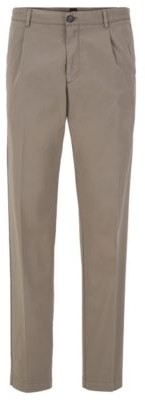 Regular-fit pants with pleated front in stretch gabardine