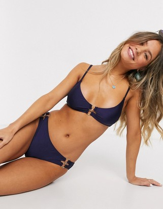 New Look scoop bikini top with clasp in navy