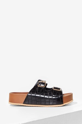 Nasty Gal Womens DOUBLE BUCKLE FLATFORM FAUX CROC FOOTBED SANDALS - Black