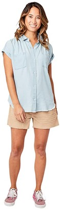 Carve Designs Huck Short Sleeve Shirt (Light Chambray) Women's Clothing