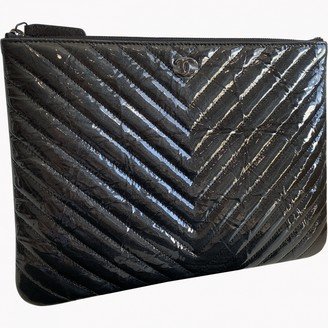 Chanel Timeless/Classique Black Patent leather Clutch bags