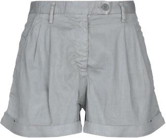 Blauer Shorts