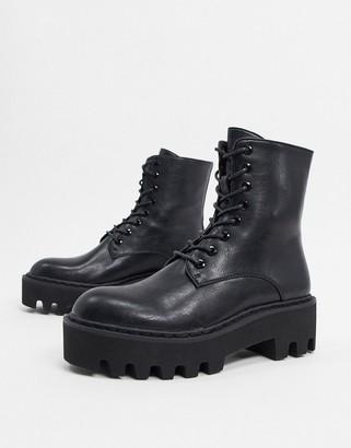Lamoda chunky flat boots in black