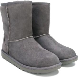 UGG TEEN classic shearling boots
