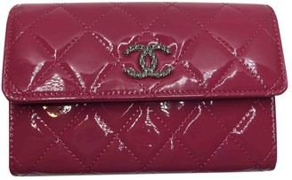 Chanel Timeless/Classique Burgundy Patent leather Wallets